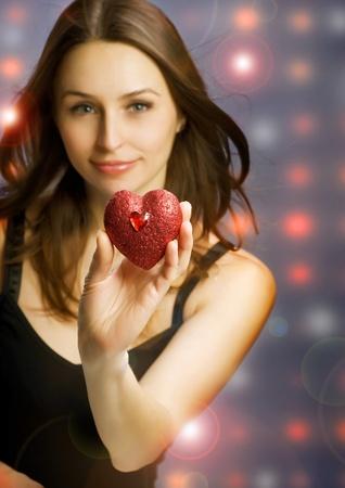st valentine: Hermosa chica con coraz�n de San Valent�n