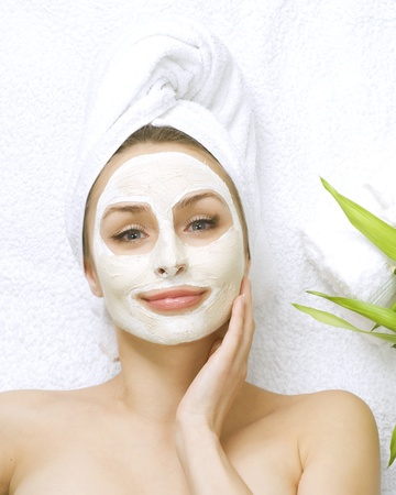 femme masqu�e: Spa visage masque d'argile