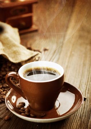 drinking coffee: Caf�