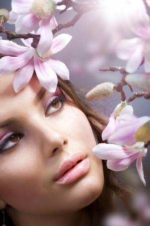 hair spa: Chica de spa con flores Foto de archivo