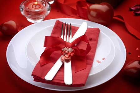 diner romantique: Concept de d�ner romantique de la Saint-Valentin.Coutellerie
