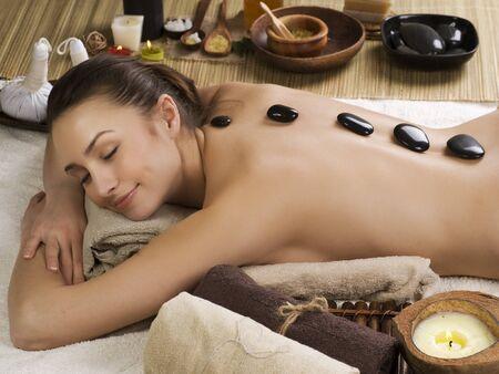 masaje: Masaje de piedras Woman.Hot Spa Foto de archivo