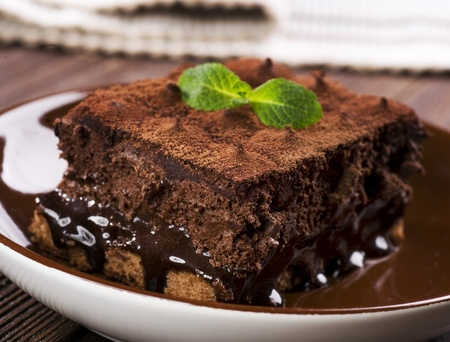 cake decorating: Pastel de chocolate