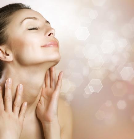 masajes faciales: Hermoso rostro de mujer saludable