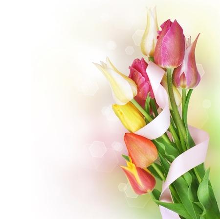 春のチューリップの花の束