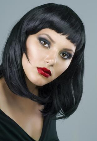 a bob: Morena maquillaje extrema. Corte de pelo
