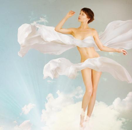 modelo desnuda: Mujer. Perfecto cuerpo delgado. Belleza. Retrato de cuerpo entero