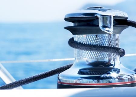 yachts: Dettaglio argano barca a vela e Yacht di corda. Yachting