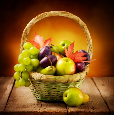 fruitmand: Organische rijpe vruchten