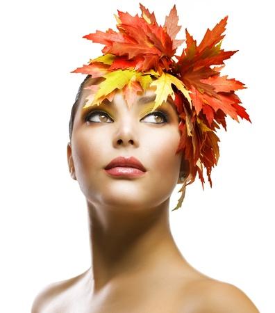 mujeres fashion: Mujer oto�o moda maquillaje  Foto de archivo