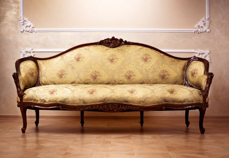 divano: Interni di lusso. Mobili intagliati Archivio Fotografico