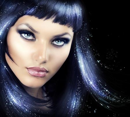 cabello negro: Belleza morena chica con el pelo Magic