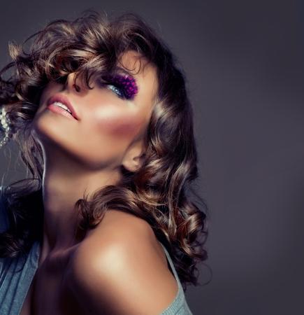modellini: Ritratto di moda bellezza. Ragazza sexy. Capelli ondulati