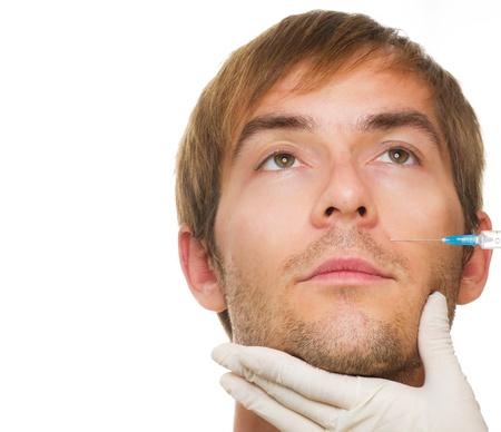 zastrzyk: Człowiek dostaje kosmetyczny zastrzyk botoksu. Zabiegi kosmetyczne