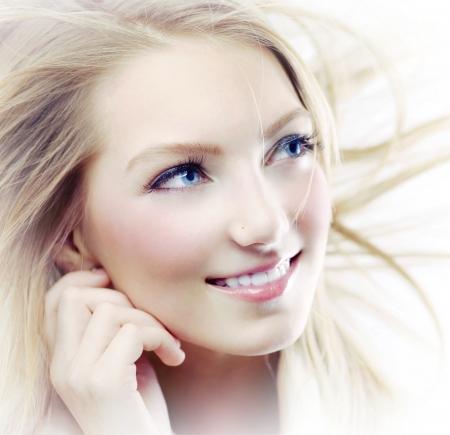 blonde yeux bleus: Portrait Fashion Girl Banque d'images