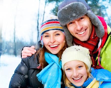 in winter: All'aperto famiglia felice. Snow. Vacanze Invernali