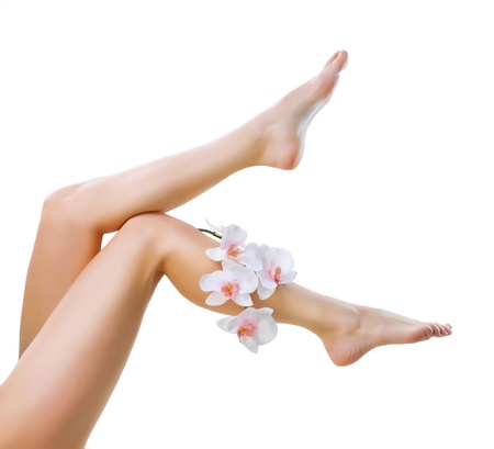 piernas mujer: Saludables piernas Spa Long Legs mujer aislada en blanco Foto de archivo