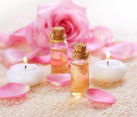 létfontosságú: Üveg illóolaj aromaterápia Rose Spa Stock fotó