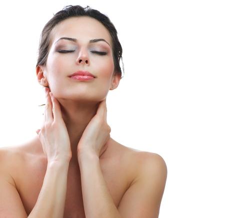 productos de belleza: Hermosa Mujer Joven tocando su piel Cuidado de la Piel perfecta de la cara