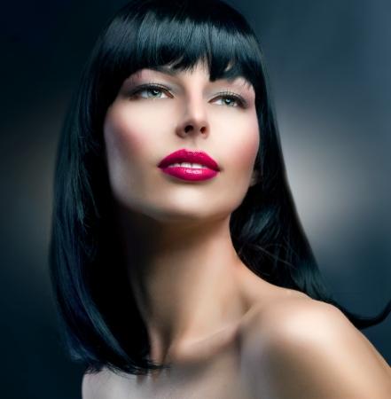 lip shine: Moda Modello Ritratto Acconciatura bella ragazza bruna