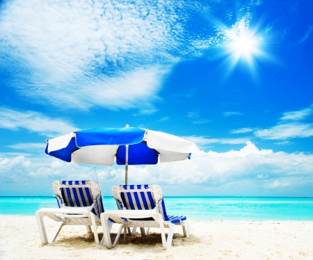 Vacation and Tourism concept  Sunbed on the beach 스톡 콘텐츠