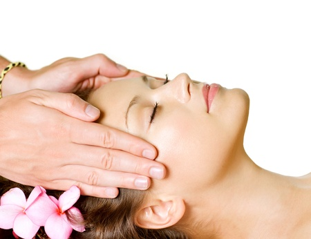 gezichtsbehandeling: Spa Massage Beauty Vrouw krijgt Gezichtsmassage Day-Spa Stockfoto
