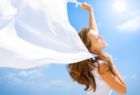gezondheid: Beautiful Girl Met plezier op het strand