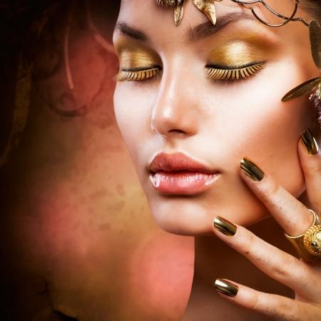 false eyelash: Gold Makeup  Fashion Girl Portrait