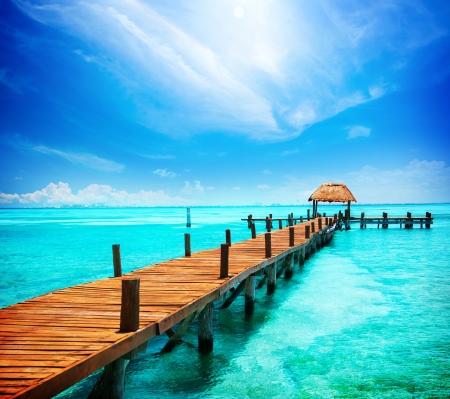 Vacaciones en Tropic Paradise embarcadero en Isla Mujeres, México Foto de archivo - 13856080
