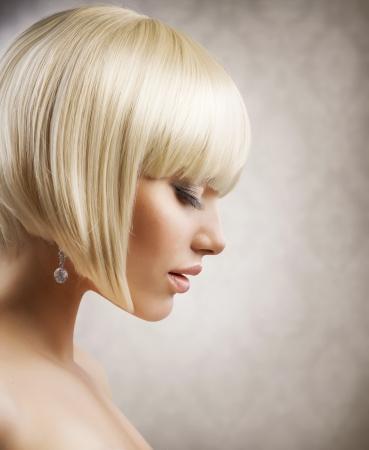 hair short: Corte de pelo Muchacha Hermosa Con El Peinado Corto saludable Pelo rubio