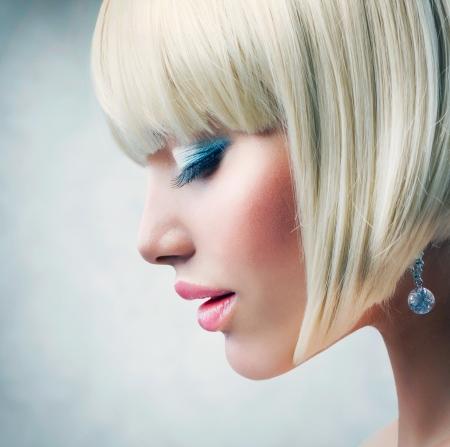 Fille Haircut Belle saine cheveux blonds courts