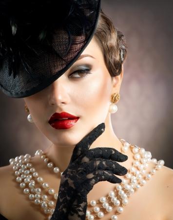 perlas: Retrato de una mujer retro Foto de archivo