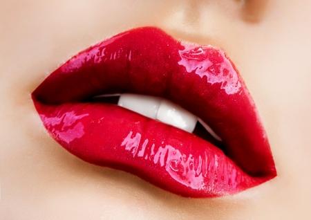 glans: Sensuell mun Rött läppstift Stockfoto