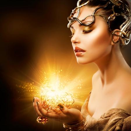 milagros: Moda Ni�a Retrato de Oro Maquillaje Foto de archivo