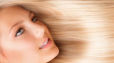 hair dryer: Hair Beautiful Girl Blonde rubia con el pelo largo
