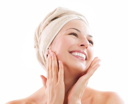 Beautiful Girl Nach Bad berührte ihr Gesicht Skincare