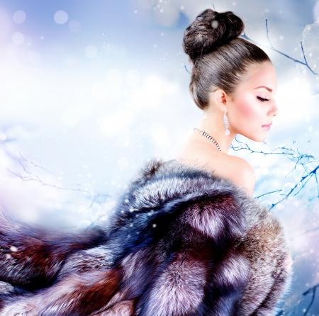 fille hiver: Fille d'hiver en manteau de fourrure de luxe