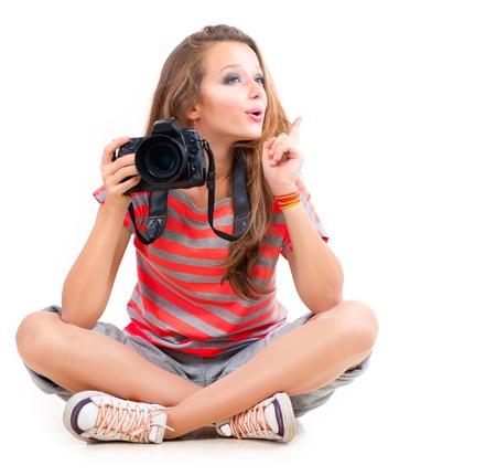 Adolescente con la cámara fotográfica profesional aislado en blanco Foto de archivo