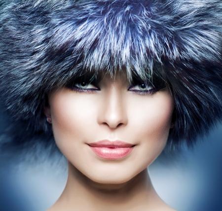 Mode Mooi Meisje in Bont Hoed Winter Vrouw