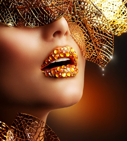 labios sexy: Lujo Maquillaje Oro Beautiful Holiday Maquillaje Profesional Foto de archivo