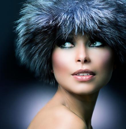 maquillaje de ojos: Moda Invierno Fur Hat Beautiful Girl en el sombrero peludo