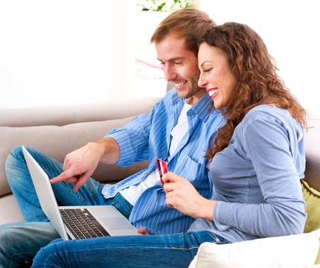 e banking: Online Shopping  Couple Using Credit Card to Internet Shop
