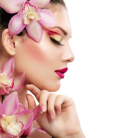 화장품: 난초 꽃과 아름다움 초상화 아름 다운 세련 된 소녀