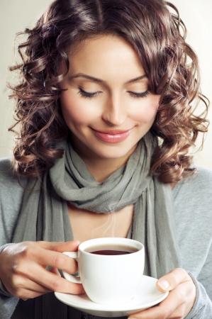 donna che beve il caff�: Bella donna bere caff� o t�
