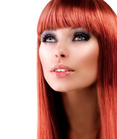 人間の髪の毛: 白地に赤い髪モデルの肖像画 写真素材