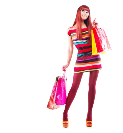 compras chica: Compras Moda mujer Chica con bolsas de compra sobre blanco
