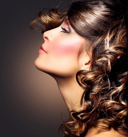Schoonheid Vrouw Portret krullend haar Brunette Girl