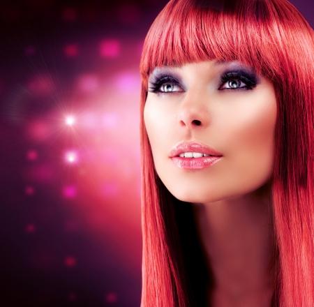 人間の髪の毛: 長い健康的な髪の赤髪モデル肖像画美しい少女