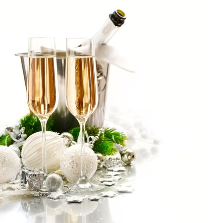 brindisi champagne: Anno nuovo Celebrazione due bicchieri di champagne
