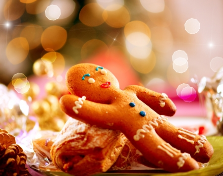 El hombre de pan de jengibre del día de fiesta de Navidad Food Table Setting